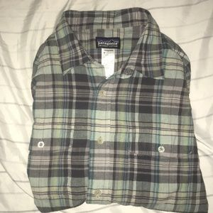 Patagonia Long Sleeve Button Down size Mens M